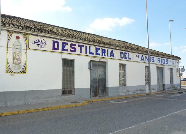 """DESTILERIA DEL """"ANIS RIOS"""". DE TOTA LA VIDA"""