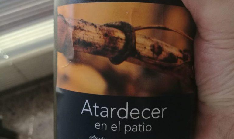ATARDECER EN EL PATIO. LOS VINOS DE OTILIO.
